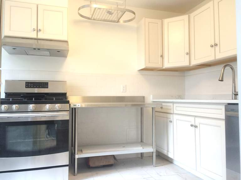Renovated 2 Bedroom in Cobble Hill