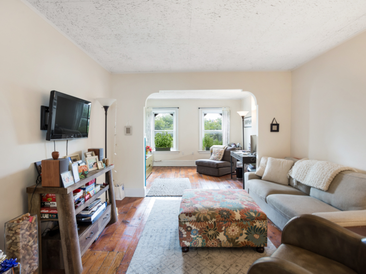 Large 1 Bedroom + Home Office in Carroll Gardens